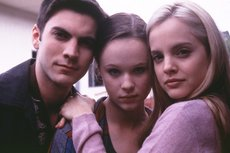Ricky (Bentley), Jane (Birch), and Angela (Suvari) in a promotional photo